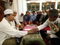 Jelang Tarawih, Victor Yunus Ucapkan Kalimat Syahadat di Masjid ATTAUFIQ Cikarang